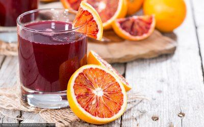 Roter Saft aus Blutorangen und Karotten