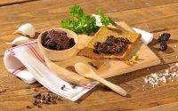 Oliventapenade mit Rohkost-Kräckern