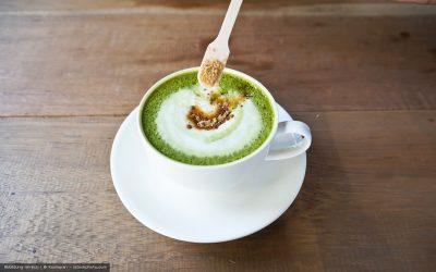 Warmer Matcha Latte mit Zimt