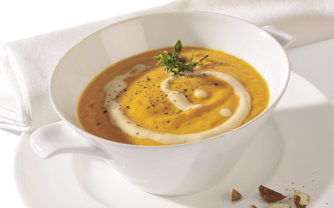 Curry-Karotten-Cremesuppe mit Kokos und Ingwer