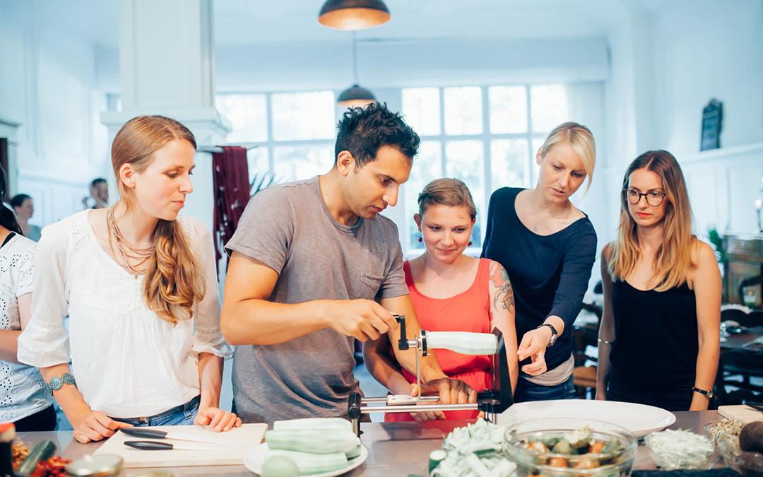 Roh-vegane Küche mit Keimling und Attila