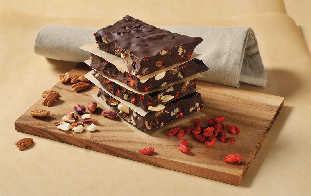 Handgefertigte Rohkost Bruchschokolade