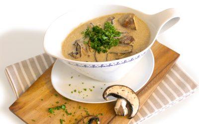 Pilzcremesuppe aromatisch verfeinert mit Walnussöl