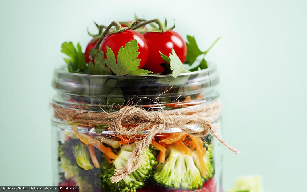 Schichtsalat im Glas