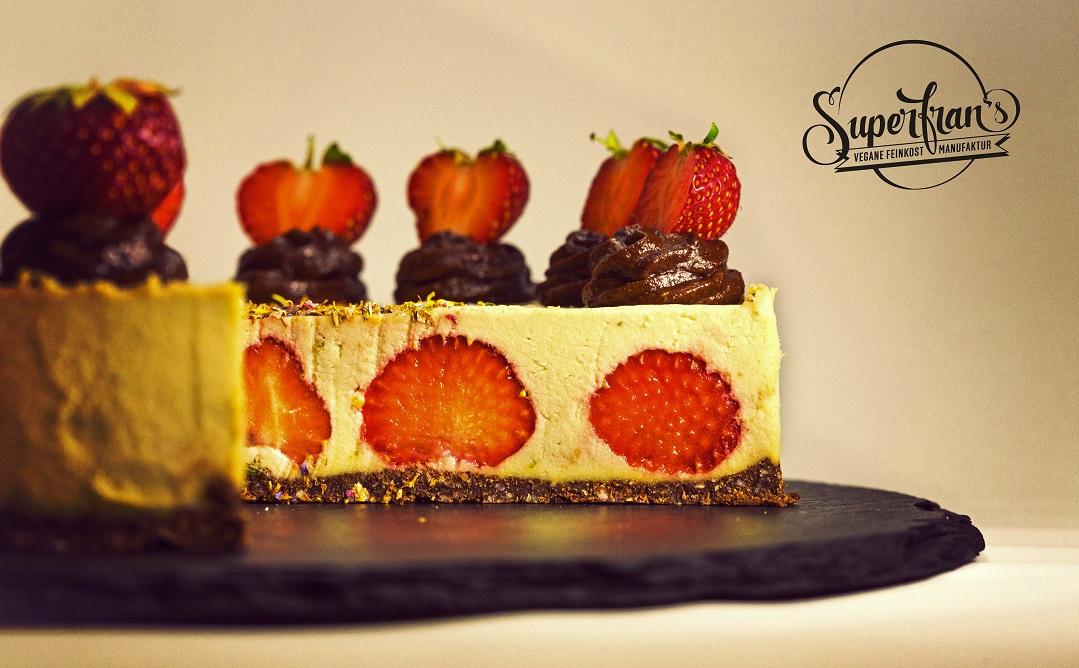 Zitrus-Cheesecake mit Erdbeeren