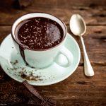 Heiße vegane Trinkschokolade